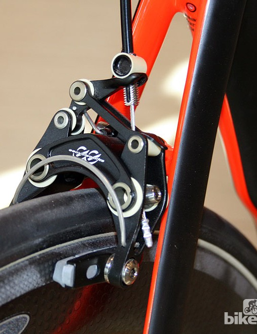 Such was the rush last March to get a built-up McLaren Venge ready to present to the media, Specialized admitted the choice of finishing kit was a little misjudged. For the finished product, they went for a no holds barred selection of premium parts, such as these lightweight eecycleworks brake callipers. Full Shimano Dura Ace Di2, Zipp 404 Firecrest tubular wheels, Zipp SL stem and bars and their own Toupe saddle complete the spec