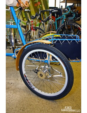 Is that a custom Phil Wood hub we see on the front wheel of this Sycip cargo trike? Why yes, yes it is