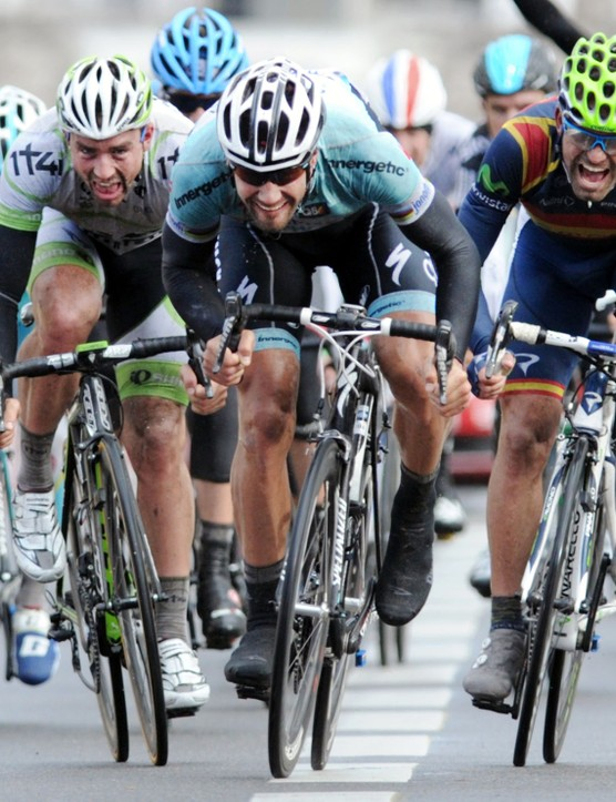 Tom Boonen (Omega Pharma Quickstep) takes the lead in the sprint