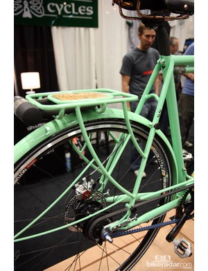 The rear rack and fender on this Shamrock Cycles city bike looks thoroughly integrated into the structure but they're actually very easily removable without needing tools