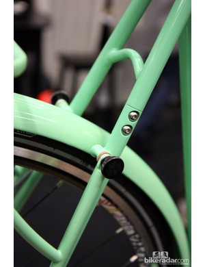 Framebuilders have started moving the rear triangle split away from the dropout on belt-equipped bikes such as this Shamrock Cycles city bike