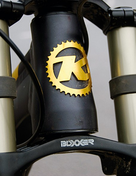 The tapered head tube complements the Boxxer fork