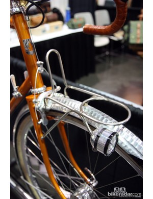A light mount is built into the front rack on this Bishop randonneur bike.
