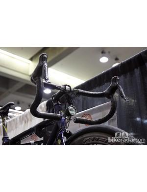 Calfee's throwback adventure road bike features a set of old-school Scott Drop-In handlebars - just like Greg LeMond used to use.