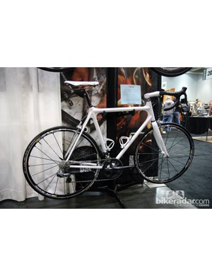 Calfee offers the Tetra Adventure frames in either rim or disc brake configurations.