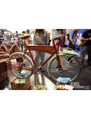 This Ira Ryan townie was just one half of an amazing bike-plus-trailer package at NAHBS, winning the 'Best City Bicycle' along the way.