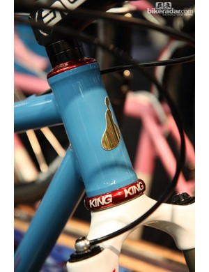 Tony Pereira's head tube badge is a play on his last name. Note the 44mm-diameter head tube for use with straight or tapered steerers.