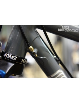 Brass adjusters are used on this Black Cat 29er.