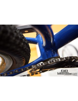 The bridgeless chain stays on Black Cat's 29er provide very good tire clearance.