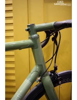Black Cat highlights the head tube lugs with subtly contrasting paint.