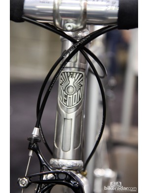 UK-based Demon Frameworks tuck the head tube badge into a perfectly shaped recess in the head tube lug