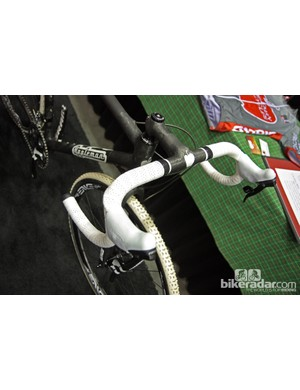 Matt Appleman included his own custom integrated one-piece bar and stem assembly on his NAHBS bike