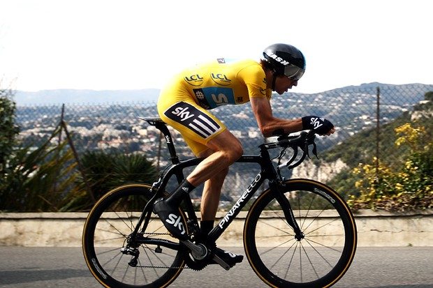 Brad Wiggins time trials to victory on the Col d'Eze
