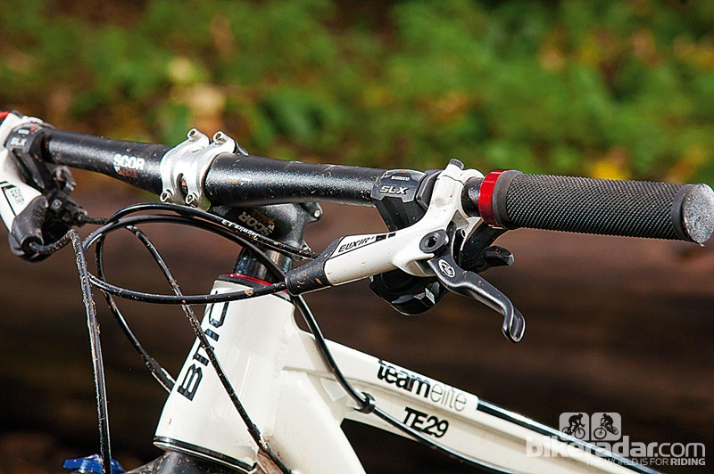 The tapered head tube and flat bar help keep the handling stable