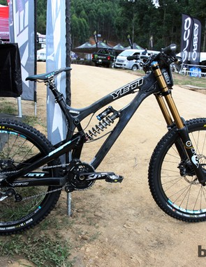 Jared Graves (Yeti) is racing a brand-new Yeti 303 Carbon downhill chassis for the UCI World Cup opener in Pietermaritzburg. Actual weight as pictured here is 17.6kg (38.8lb) complete with a dropper seatpost and number plate