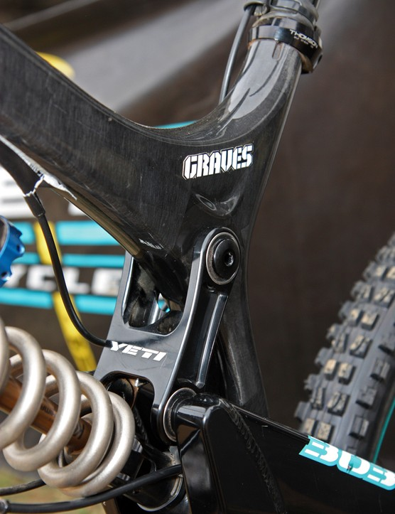 The upper link is made of machined aluminum on Jared Graves' new Yeti 303 Carbon machine