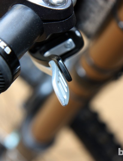 Fox looks to have retained the nested dual lever arrangement for the DOSS dropper seatpost