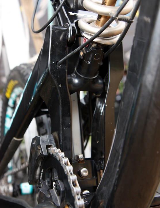 The stainless steel rail is bolted to the front of the seat tube on Jared Graves' new Yeti 303 Carbon. Note the grease fitting on the rail 'car', too