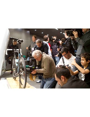 Media gather for a closer look at Boonen's Specialized Venge McLaren