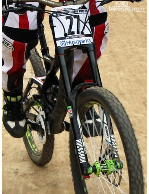 It's difficult to see precisely but it almost appears that Sam Hill's brand-new Specialized Demo Carbon frame utilizes integrated bottom bracket bearings
