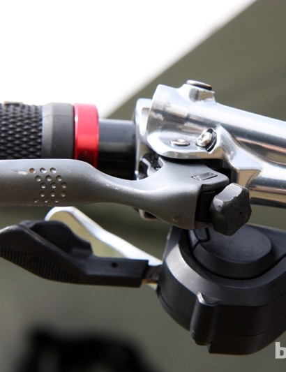 A bit of machining adds some extra finger grip on Aaron Gwin's (Trek World Racing) Shimano brake levers