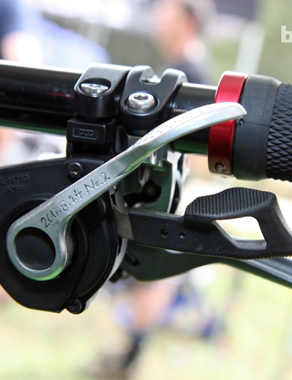 Note the textured finish on the cable release lever on Aaron Gwin's (Trek World Racing) custom shifter