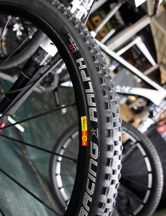 Some Cannondale Factory Team bikes were equipped with new Mavic tubular wheels and Schwalbe tubular Racing Ralph tires.