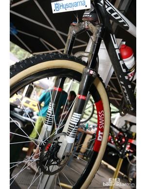 DT Swiss created a few custom 650b-compatible XRC 100 forks for the Scott-Swisspower team.