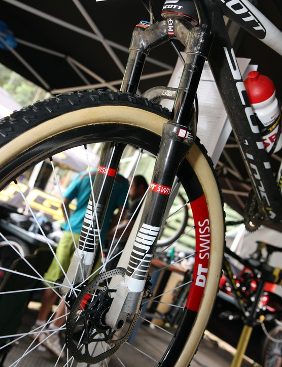 DT Swiss created a few custom 650b-compatible XRC 100 forks for the Scott-Swisspower team.