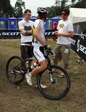 Scott-Swisspower team director Thomas Frischknecht has a 650b test bike of his own and while he also has the same DT Swiss carbon fiber race tubulars as Nino Schurter and Florian Vogel, he also has a tubeless alloy clincher set built with Stan's NoTubes rims and Schwalbe tires.