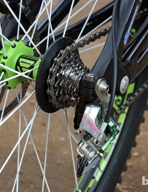 What's perhaps even more interesting than the fact that Sam Hill (Monster Energy-Specialized) is running a six-speed cassette and a custom spoke guard is that the smallest cog has just 10 teeth