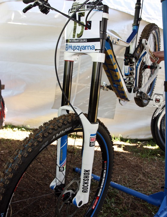 It looks like Andrew Neethling's (Giant Factory Team) BlackBox-edition RockShox Boxxer fork has some special seals installed