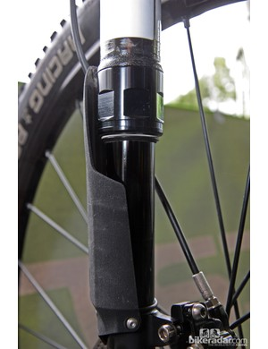 Cannondale's single-leg Lefty fork requires some design element to keep the upper and lower legs from rotating relative to each other. We're guessing the needle bearings are further up in the chassis - and possibly firmly anchored into the top of the lower leg as opposed to the current full-floating layout - and now augmented by a lower bushing, which allows for a round shape for the lower leg and a conventional lip seal