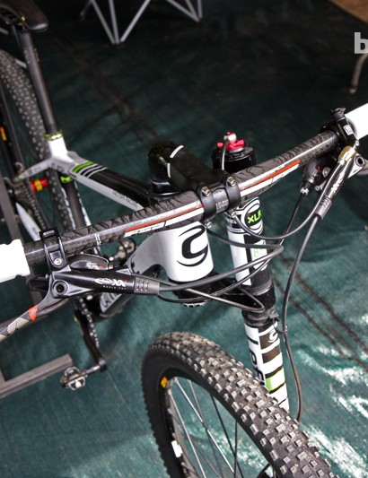 Marco Aurelio Fontana (Cannondale Factory Racing) is using a flat FSA carbon bar on his Cannondale Flash Carbon 29er