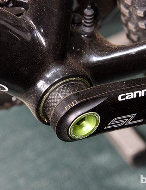 A carbon fiber spacer is used on Marco Aurelio Fontana's (Cannondale Factory Racing) Cannondale Hollowgram SL cranks