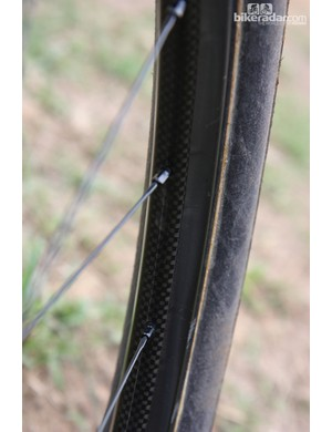 It's difficult to see here but the spoke bed is offset on Shimano's new carbon fiber 29er tubular rim