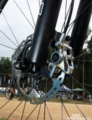 Adam Craig (Rabobank-Giant) is running a 160mm front rotor and a 15mm through-axle on his Giant XtC Composite 29'er