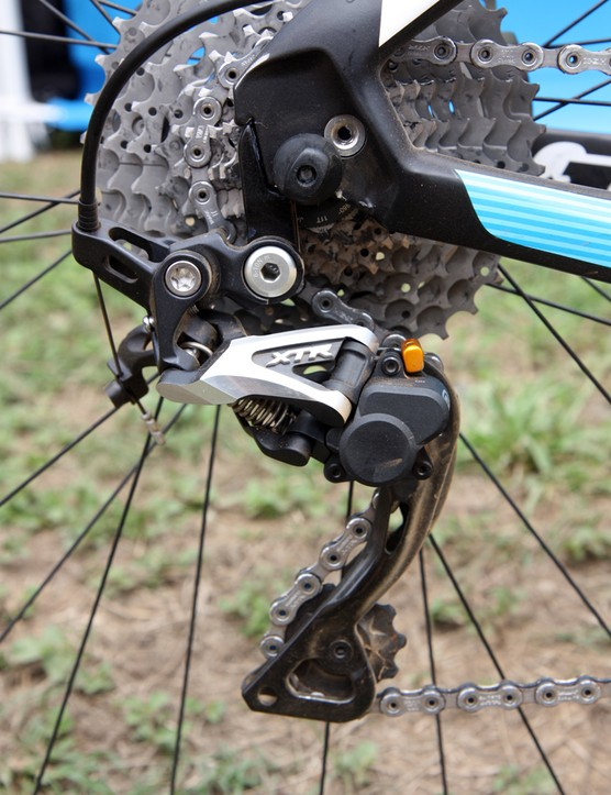 Adam Craig's (Rabobank-Giant) bike is equipped with a Shimano XTR Shadow Plus rear derailleur and its trick pulley cage control
