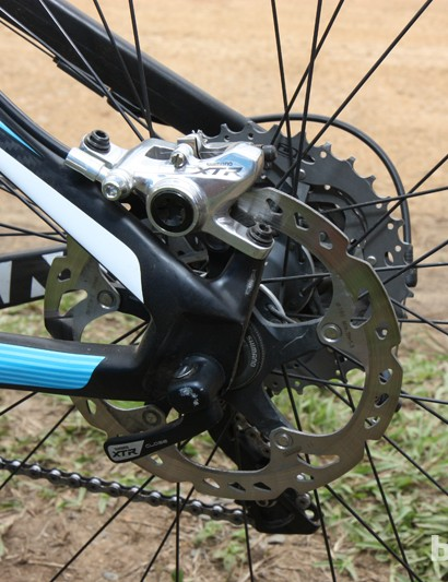 The rear caliper mounts to posts sized for 160mm rotors on the Giant XtC Composite 29'er frame