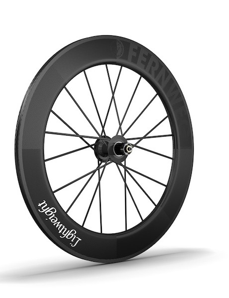 The Fernweg rear wheel weighs just 715g and uses DT Swiss hub internals