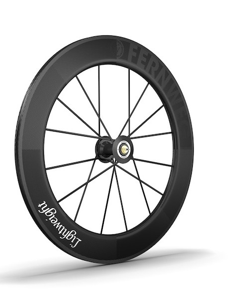 The front wheel weighs 640g and uses Lightweight's own bearing and axle system
