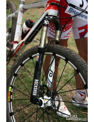 Julian Absalon's (Orbea) Orbea Alma was equipped with a RockShox SID World Cup BlackBox fork in Pietermaritzburg. Check out the spare master link taped to the hydraulic lockout hose