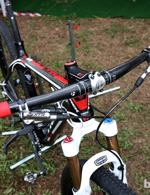 720mm-wide, flat carbon bars with contrasting-color ESI Racer's Edge grips on Lukas Flückiger's Trek Superfly