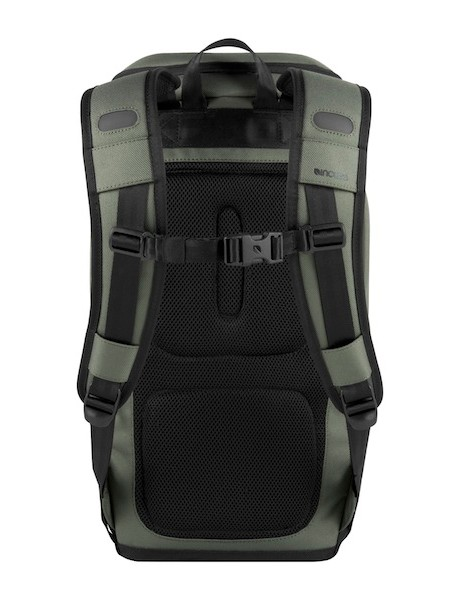 Incase say that the Range line is built for cyclists and their needs; the backpack appears to have an ergonomic shape