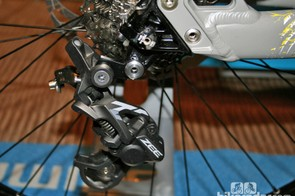 Zee's Shadow Plus rear derailleur is more basic than the Saint version but the clutch mechanism should combat noise and movement just as well