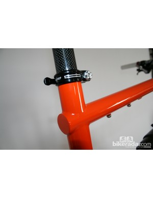 Extended top tube and Hope seat clamp on the Cotic Rocket
