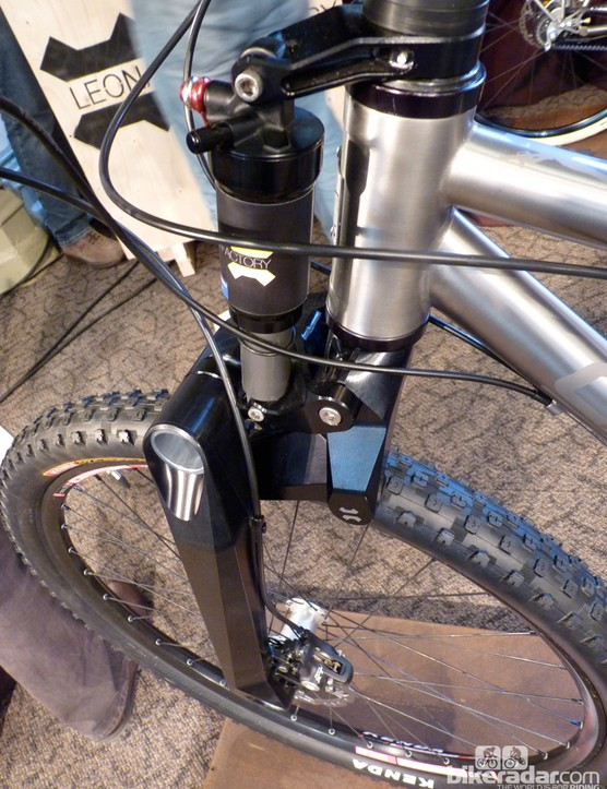 The Il Capo sported this single-sided linkage fork from Italian company Leonardi Racing