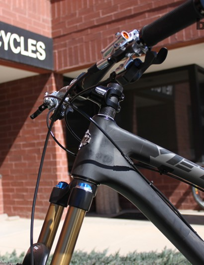 The carbon SB-66's front end isn't nearly as massive as the alloy version but stiffness is said to be similar