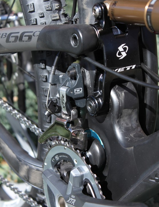 The SB-66 C comes with a front derailleur direct mount and ISCG tabs for single ring users