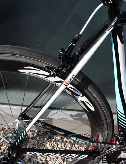 The seatstays on the Specialized S-Works Tarmac SL4 are only modestly shaped when viewed from the side